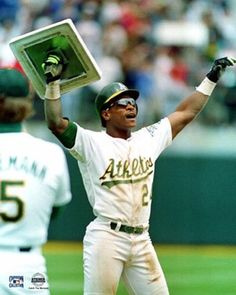 Today in history Aug 1982 Oakland A's Rickey Henderson steals his base of the season and breaks Lou Brock's record set in I was there! Rickey is still the best of all time. Rickey Henderson, Mlb Players, Baseball Players, Baseball Records, Pro Baseball, Softball, Mlb The Show, Baseball Pictures, Sport Icon