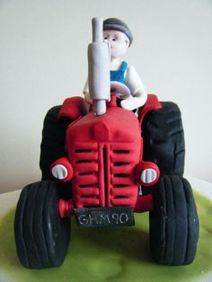 Farm-themed cakes from Farmers Weekly twitter users