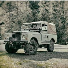 Land Rover 88 Serie III soft top canvas adventure. So nice. Lobezno
