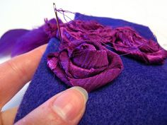Lots of felting tutorials here try this with silk sari ribbon Silk Ribbon Embroidery, Embroidery Thread, Ribbon Art, Felting Tutorials, Sari Silk, Fabric Manipulation, Fabric Flowers, Diy Flowers, Sewing Techniques