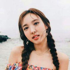 "TWICE -PHOTOBOOK ""To ONCE From Jihyo"" #Nayeon"