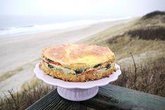 Die ultimative Brunch-Torte kann sowohl frisch aus dem Ofen als auch kalt gegessen werden!