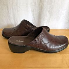 9ebd391883 Clarks Womens Brown Leather Clogs Slip on Comfort Casual Size 9 M  Clarks   LoafersMoccasins