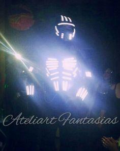 Novidade chegando na Ateliart! Robô de Led!! A sensação das baladas disponível para locação!!!
