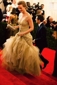 Leighten Meister arriving at the Met gala ... a vision of loveliness from head to toe!