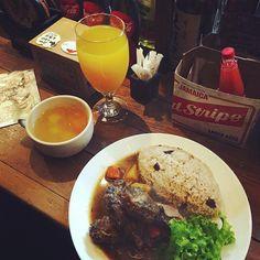 #wenyammin @ @good_wood_terrace  Mango Beer? Pumpkin Soup? Rice & Peas? Oxtail? Yes please! : @xoxomaichan  #caribbean #caribbeanfood #foodporn #jamaicanfood #goodwoodterrace #foodstagram #food #instafood #yum #riceandpeas #oxtail #redstripe by wenyammin