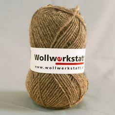 Strickwolle in sandsteinbeigeaus 100% Schafschurwolle, für Nadelstärke 3-4, Lauflänge ca. 170 m, 100 g   Zur Herstellung unserer Strickwolle werden je zur Hälfte Österreichische und Portugiesische Wollen verwendet....