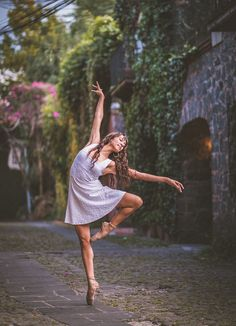 Dance Photography - Ballet dancers make Mexico City their stage in stunning photo series Dance Picture Poses, Dance Photo Shoot, Poses Photo, Dance Poses, Dance Photoshoot Ideas, Photo Shoots, Art Ballet, Ballet Dancers, Ballet Music