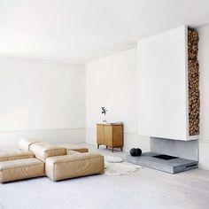 Sparse but with just enough warmth and a touch of whimsy, this beautiful room from AD España features our Living Divani Neowall sofa. Photo by via Apartment Renovation, Apartment Design, Interior Architecture, Interior And Exterior, Living Divani, Graphic Design Studio, Stockholm Apartment, Zen House, Journal Du Design