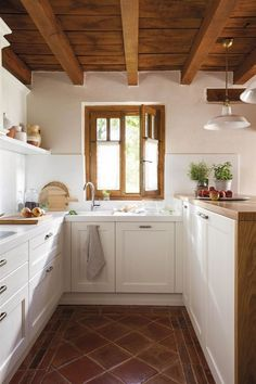 10 Designs Perfect for Your Small Kitchen - Site Home Design Kitchen Room Design, Home Decor Kitchen, Kitchen Interior, Home Kitchens, Nice Kitchen, Interior Garden, Kitchen Ideas, Kitchen Island, Kitchen Cabinets