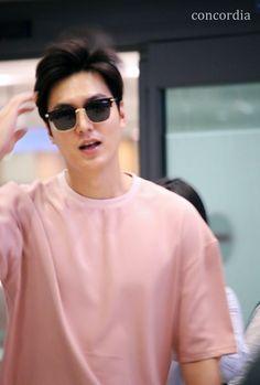 I think Its impossible to take his bad pic. Lee Min Ho Images, Lee Min Ho Photos, Cute Celebrities, Korean Celebrities, Korean Actors, Boys Over Flowers, New Actors, Actors & Actresses, Heo Joon Jae