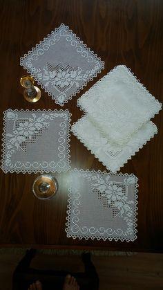 Crochet Art, Thread Crochet, Crochet Motif, Crochet Designs, Crochet Doilies, Family Picture Frames, Fillet Crochet, Crochet Slippers, Fashion Sewing