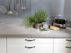 Kork statt Holz  – neue Oberflächen für Küchen-Arbeitsplatten im Test