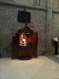 Confesion, (biecht  ) in the  cathedral of Santiago de Compostella. Is possible in every language.