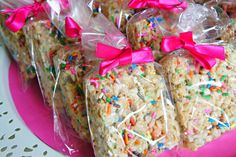 Cake Batter Rice Crispy Squares with Sprinkles - Bebe and Bear cake batter rice crispy squares, bake sale treats, bake sale ideas, rice krispie treats with sprinkles, cake batter desserts Rice Crispy Treats, Krispie Treats, Yummy Treats, Sweet Treats, Yummy Food, Bake Sale Treats, Bake Sale Recipes, Cooking Recipes, Bake Sale Cookies