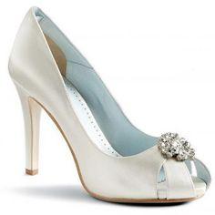 Elegant Bridal Style: Cute White Wedding Shoes