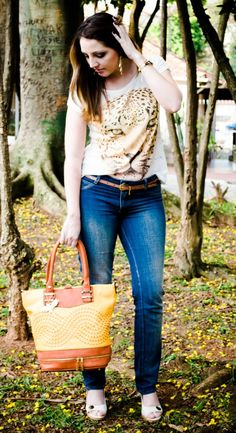 Look do Dia no AR !!! LOOk ROAR, rs   http://blogcharmedalu.com.br/look-do-dia-bolsa-amarela-e-brinco-de-franja/