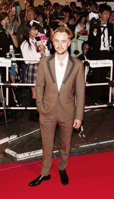 "Tom Felton at ""Tomorrowland"" Premiere - Tokyo - First Harry Potter Movie, Harry Potter Films, Tom Felton, Drako Malfoy, Thomas Andrews, Handsome Guys, Fantastic Beasts, Draco, Lush"