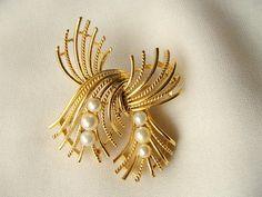 vtg 1960s 1970s LISNER goldtone faux pearl DESIGNER PIN BROOCH signed | eBay