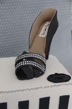 Tarta con Zapato de fondant elaborado por TheCakeProject en Madrid