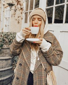 55 plaid Coat, elegant and stylish, plaid coat is the most popular this winter! - Page 26 of 55 - zzzzllee Winter Outfits For Teen Girls, Fall Winter Outfits, Autumn Winter Fashion, New York Winter Outfit, Winter Chic, Christmas Outfits, Instagram Mode, Instagram Outfits, Instagram Clothing