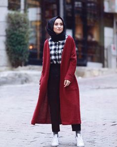 Fall hijab in oversized outwears – Just Trendy Girls Hijab Casual, Hijab Style, Hijab Chic, Street Hijab Fashion, Abaya Fashion, Muslim Fashion, Modest Fashion, Modest Outfits, Chic Outfits