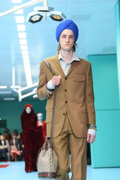 Gucci was crazy-racist again, they're facing backlash for their 'Full Indy Turban' Apropiación Cultural, Gucci, Nordstrom, Fancy, Milan Fashion Weeks, Third Eye, Winter Wear, World Of Fashion, Hold On