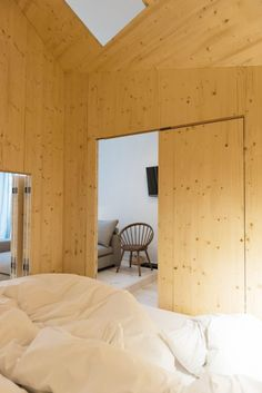 Design hotel rooms for Michelberger hotel in Berlin by danish architect Sigurd Larsen. the idea is a house in the house made of wood like a german stube Residential Interior Design, Interior Architecture, Arch Interior, Michelberger Hotel Berlin, Staircase Lighting Ideas, Plywood House, Hotel Room Design, Design Bedroom, New Staircase