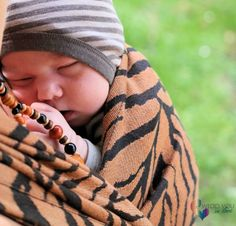 Babywearing tips and information - wearing a newborn: stretchy, woven, ringsling, carriers and more... - Wrap you in love
