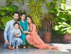 Pakistan's leading actress Ayeza Khan has urged her fans to set up a bedtime routine for their children as the kids are vulnerable to c.