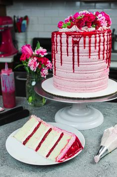 Chelsweets White Chocolate Raspberry Cake: Delicious Recipe from Scratch Raspberry Cake Filling, White Chocolate Raspberry Cake, White Chocolate Buttercream Frosting, White Chocolate Wedding Cake Recipe, Mint Chocolate, Cake Chocolate, Cake Filling Recipes, Frosting Recipes, Dessert Recipes