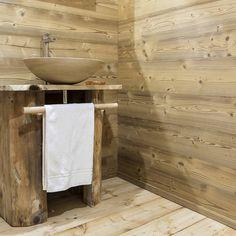 Chalet : Bagno in stile rustico di RI-NOVO natural design