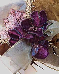 detail velvet flower embellishment. Gypsy Purse tutorial by Lilla Le Vine includes her methods for making velvet flowers for embellishments, This webpage is so visually rich I had a hard time deciding what to pin!