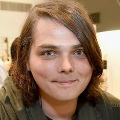 Oh my Gosh! Gerard looks soooo adorable in this picture! How can people say such mean things about the way he currently looks?!! I think he's still beautiful ❤️