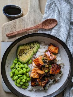 Teriyaki Salmon Sushi Bowl - Gluten Free Recipe Absolute delicious, easy to make and If you like and tasty, fresh ingredients then you will LOVE this salmon sushi bowl. This recipe is naturally too. Salmon Recipes, Seafood Recipes, Dinner Recipes, Cooking Recipes, Lasagna Recipes, Cooking Pasta, Cooking Cake, Girl Cooking, Amish Recipes