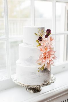 Gray Marbled Wedding Cake with Sugar Flowers    #wedding#weddings#weddingideas#engaged#pink#pinkweddings #mauve #weddingcakes #cakes #pinkweddingcakes