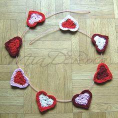 eBook Crochet Pattern two-coloured hearts Maria - MiaDeRoca Crochet Garland, Shops, Garlands, Cardigans, Crochet Earrings, Crochet Patterns, Hearts, Diy Crafts, Crafty