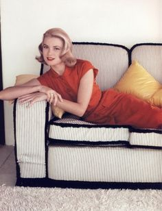 Grace Kelly - in love with the woman and the dress!