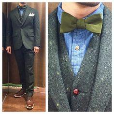 green tweed suit. style2.  オールグリーンにデニムシャツがワンポイント。  オーダーメイド製品はlifestyleorderへ。  all made in JAPAN  素敵な結婚式の写真を@lso_wdにアップしました。  wedding photo…@lso_wd  #ライフスタイルオーダー#オーダースーツ目黒#結婚式#カジュアルウエディング#ナチュラルウエディング#レストランウエディング#結婚準備#新郎衣装#成人式#新郎#プレ花嫁#蝶ネクタイ#メンズファッション#デニム#ツイード  #lifestyleorder#japan#meguro#photooftheday#instagood#wedding#tailor#snap#mensfashion#menswear#follow#ootd#bowtie#tweed