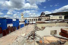 Honduras: ¿Has visitado el nuevo mercado Álvarez?  Son 192 puestos los que se han construido de ladrillo, de dos niveles, los que representan la cuarta y quinta etapa del proyecto de mejora. A mediados de este año se procedió a derribar los puestos que estaban en malas condiciones.