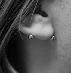 10 Piercings You've Never Heard of That Are Cute AF | horizontal lobe piercing | earrings | piercings | cute | unique piercings
