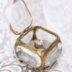 Unique Engagement Ring Holders #WeddingJewelry