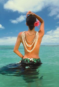 Ni'ihau Island ~ Hawaii ~ beautiful shell jewelry is handcrafted by Ni'ihau artisan residents. Ni'ihau is a privately owned island whose public access is strictly controlled by secure, limited, advanced reservation visitation tours.