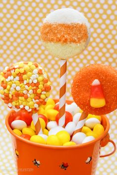 Oreo Pops--So cute for every season  --  gives good tips for keeping lollipop stick in the oreo
