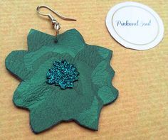 Flower shaped handcut in dark green damask and di PinkandSoul, €8.00