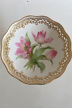 Royal-Copenhagen-Flora-Danica-Pedistal-Bowl-Antique
