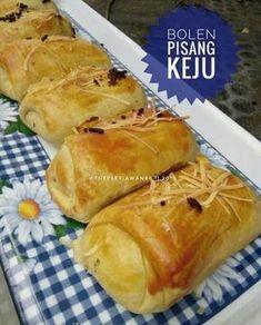 Bolen Pisang Keju Baking Recipes, Cake Recipes, Dessert Recipes, Ono Kine Recipes, Roti Bread, A Food, Food And Drink, Asian Cake, Malay Food