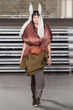Rick Owens Fall 2017 Ready-to-Wear Collection Photos - Vogue
