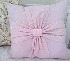 Almofada Decorativa   Cores sortidas Tecido 100% algodão Com zíper e refil R$ 79,00