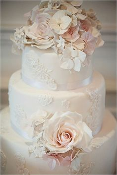 Nice 60+ Elegant Wedding Cake Ideas https://weddmagz.com/60-elegant-wedding-cake-ideas/